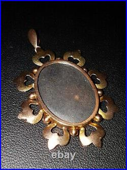 9ct gold Victorian Picture Locket Pendant. Hallmarked. Double sided